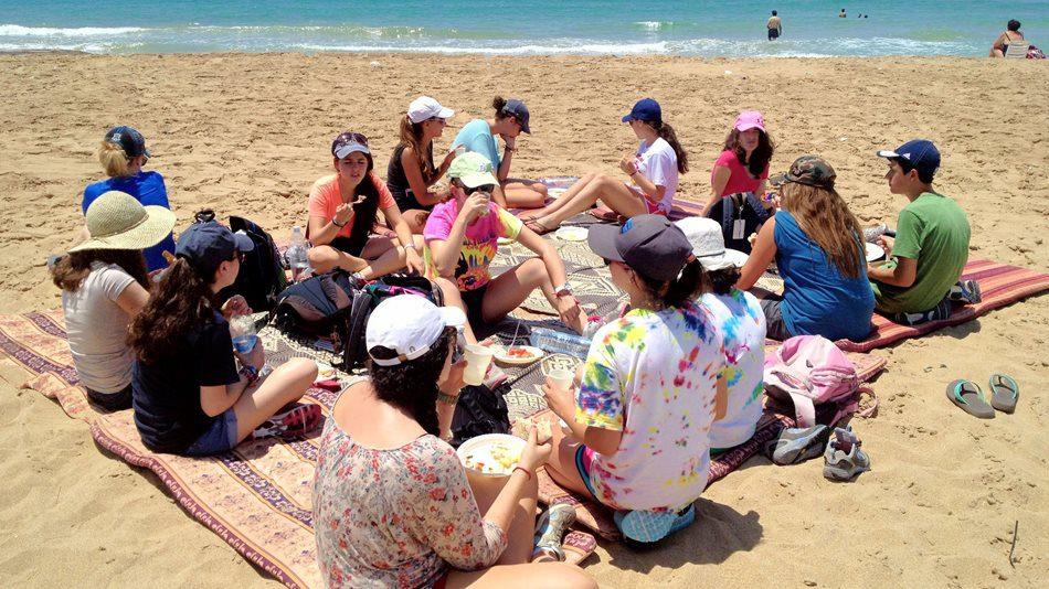 Eating-on-the-Beach